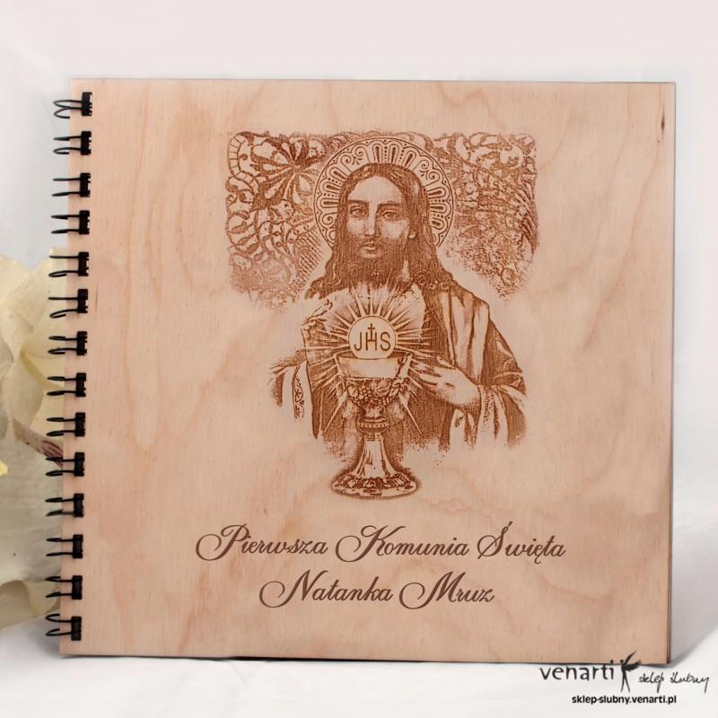 Drewniany album komunia AK006