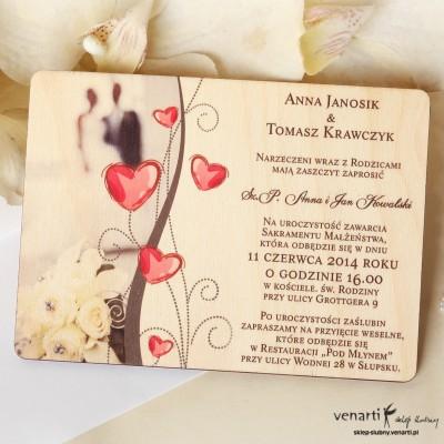 Drewniane zaproszenia ślubne Para z sercami