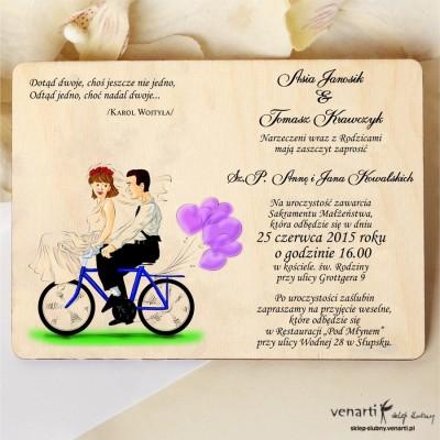 Drewniane zaproszenie kolorowe Para na rowerze