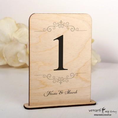 Ślubne drewniane numerki na stół NSD007