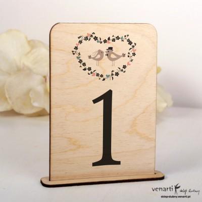 Ślubne drewniane numerki na stół Ptaszki w sercu