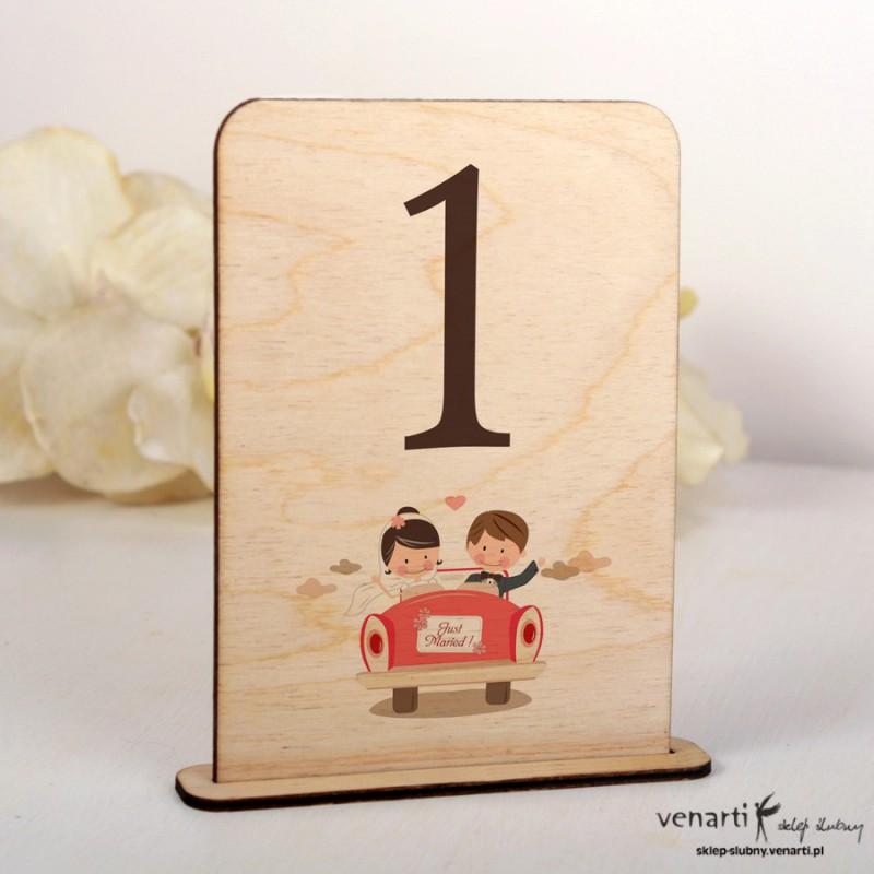 Ślubne drewniane numerki na stół NSD010
