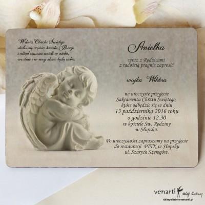 Drewniane zaproszenie na chrzest z aniołkiem