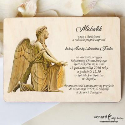 Drewniane zaproszenie na chrzest z aniołem