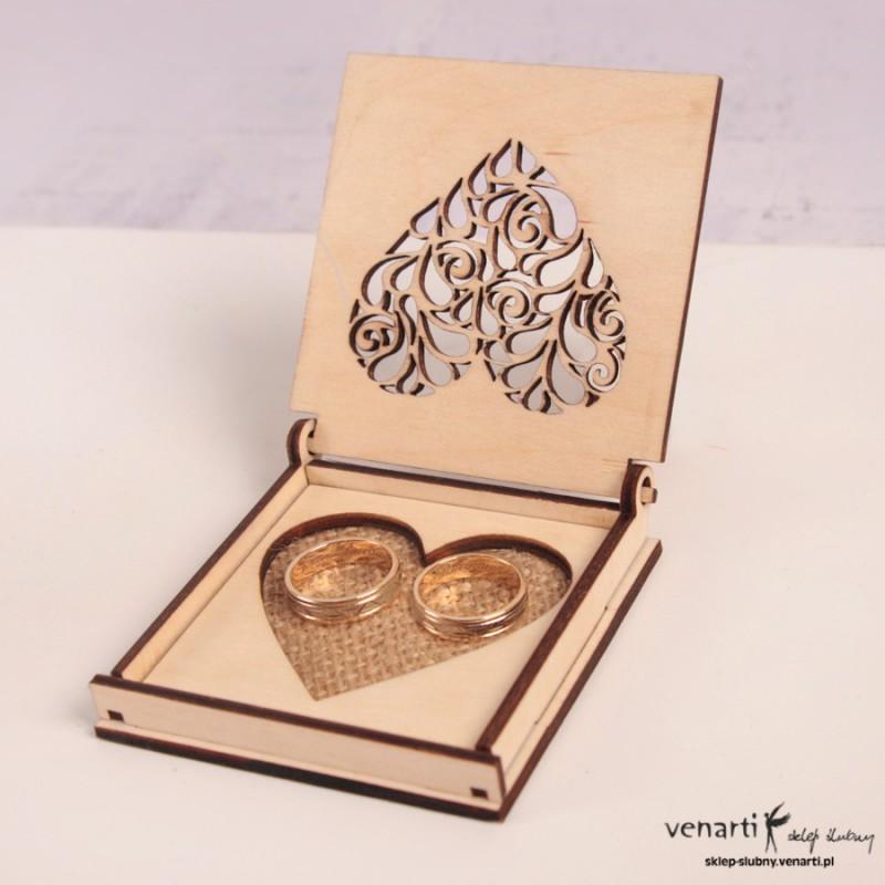 Drewniane pudełko na obrączki PUO005