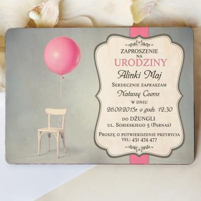 Drewniane zaproszenie na urodziny K18D004