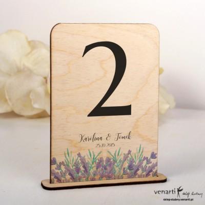Ślubne drewniane numerki na stół lawenda