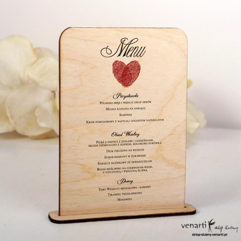 Drewniane menu weselne wzór serca z odcisków