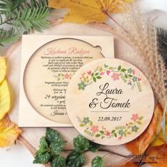 Kwiaty w wianku, drewniane zaproszenia dla Rodziców