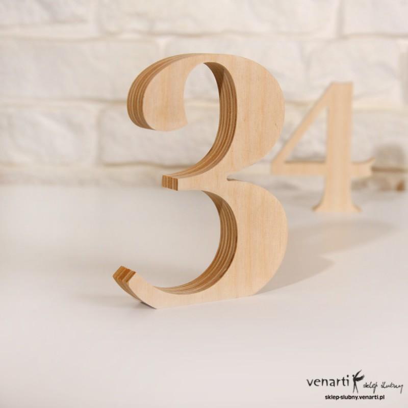 Drewniane cyfry dekoracyjne