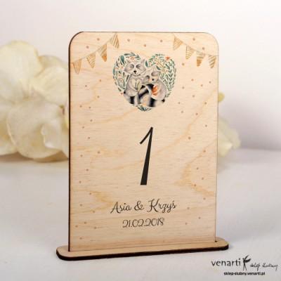 Szopy w sercu Ślubne drewniane numerki na stół