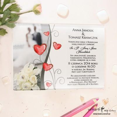 Para z sercami Szklane zaproszenia ślubne