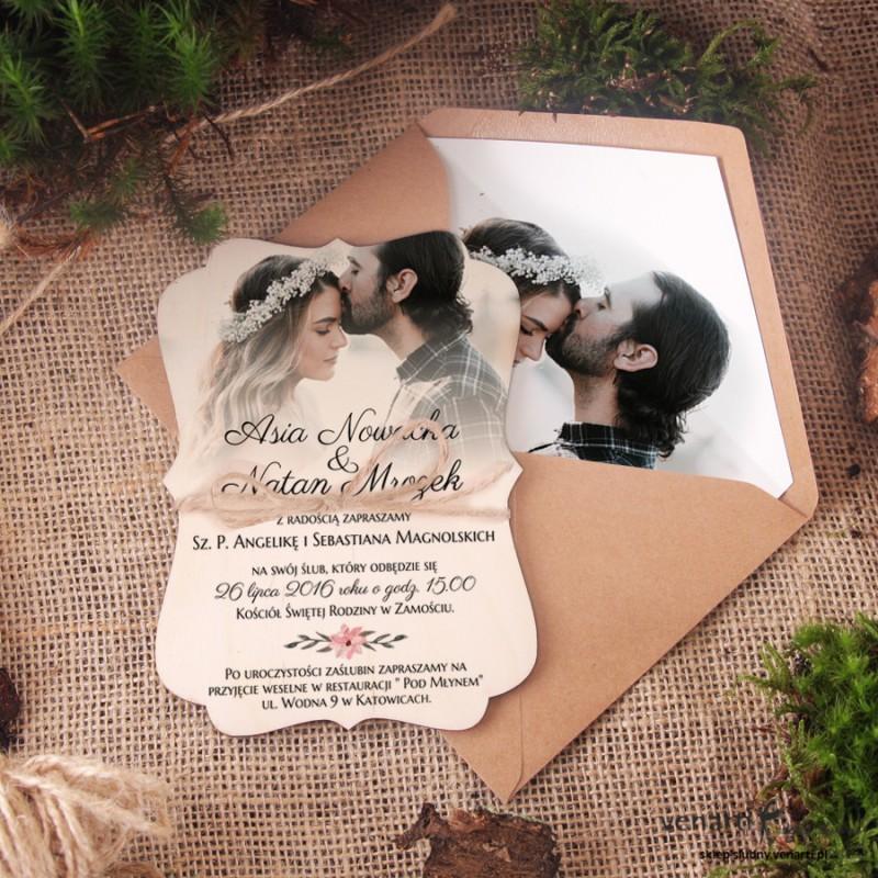 Drewniane,ozdobne zaproszenia ślubne ze zdjęciem