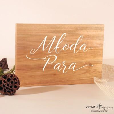 Napis Młoda Para na drewnie