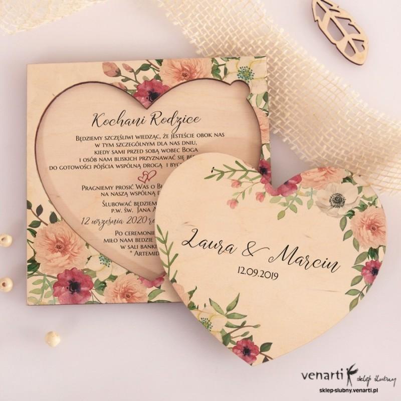 Bukiet kwiatów drewniane zaproszenia dla Rodziców w kształcie serca