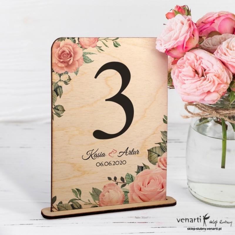 Pudrowe róże Ślubne drewniane numerki na stół