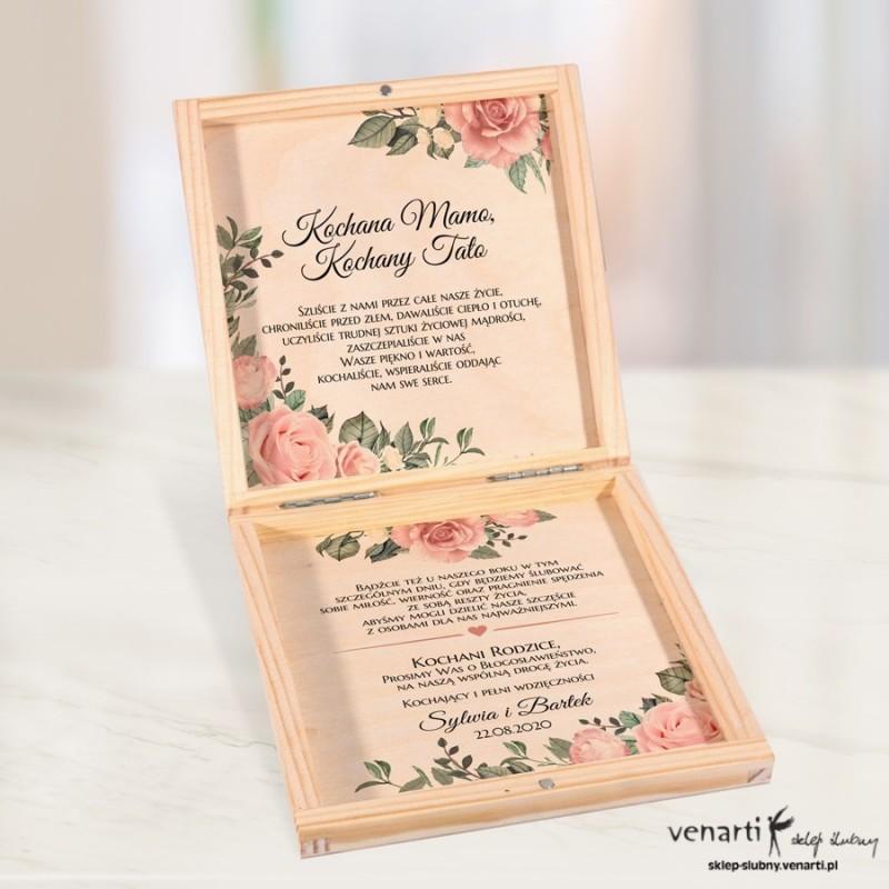 Pudrowe róże Prośba o błogosławieństwo w drewnianym pudełku