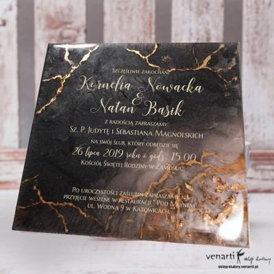 Zaproszenia ślubne z żywicy wzór czarny ze złotymi drobinkami Kwadrat