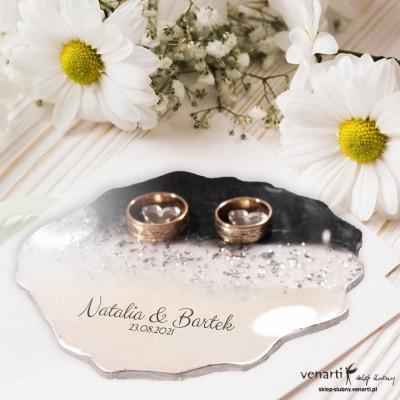 Ślubny talerzyk na obrączki z żywicy wzór biało czarny