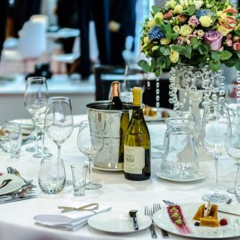 Organizacja stołów na weselu. Co należy wiedzieć?